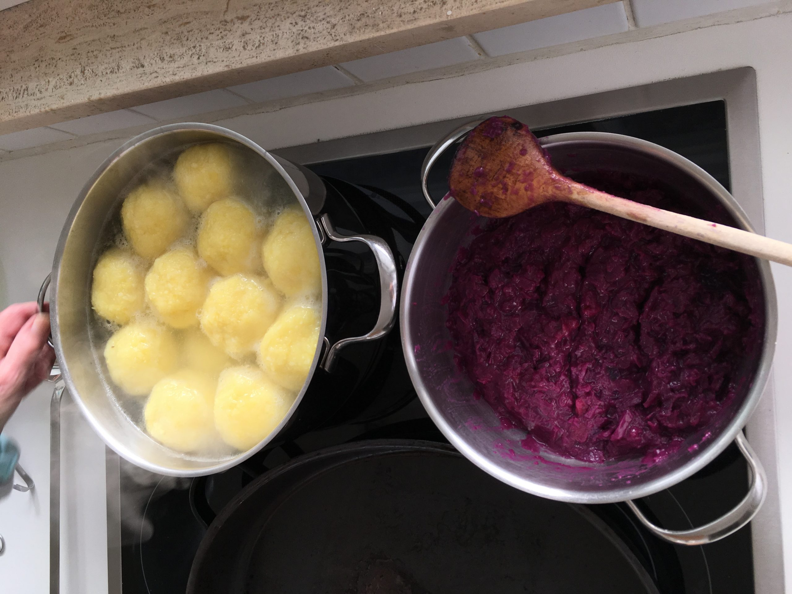馬鈴薯球跟紅甘藍菜